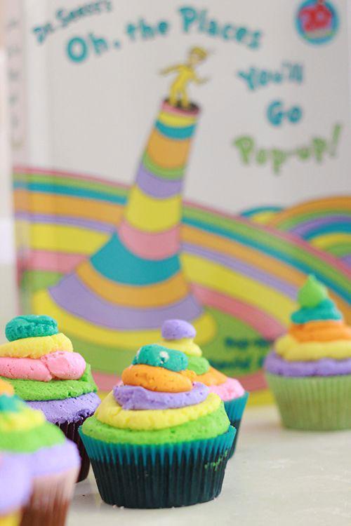 https://cf.ltkcdn.net/cake-decorating/images/slide/196818-500x750-thelittlemother-dr-seuss-cupcakes.jpg