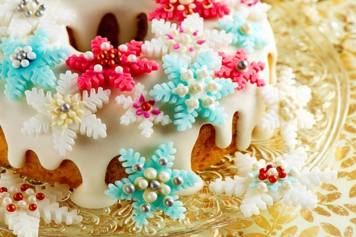 https://cf.ltkcdn.net/cake-decorating/images/slide/224374-704x469-Christmas-Bundt-cake.jpg