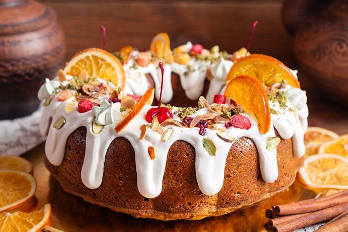 https://cf.ltkcdn.net/cake-decorating/images/slide/224375-704x469-Decorated-Bundt-cake.jpg