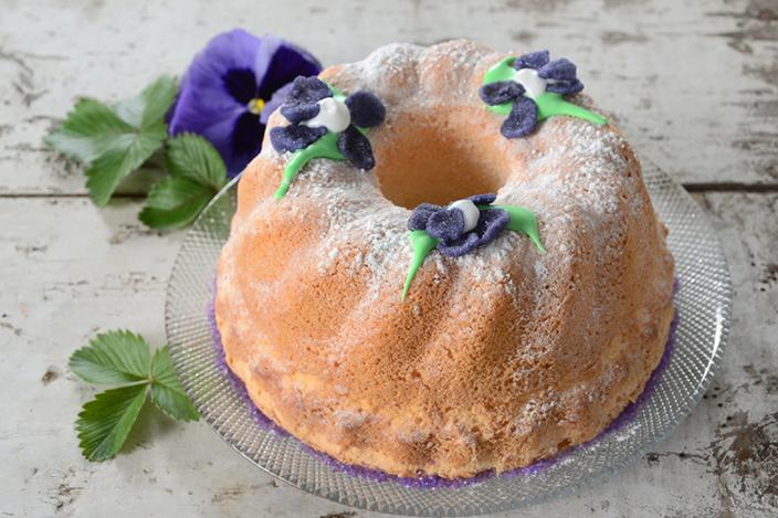 https://cf.ltkcdn.net/cake-decorating/images/slide/224376-704x469-Angel-Bundt-Cake.jpg