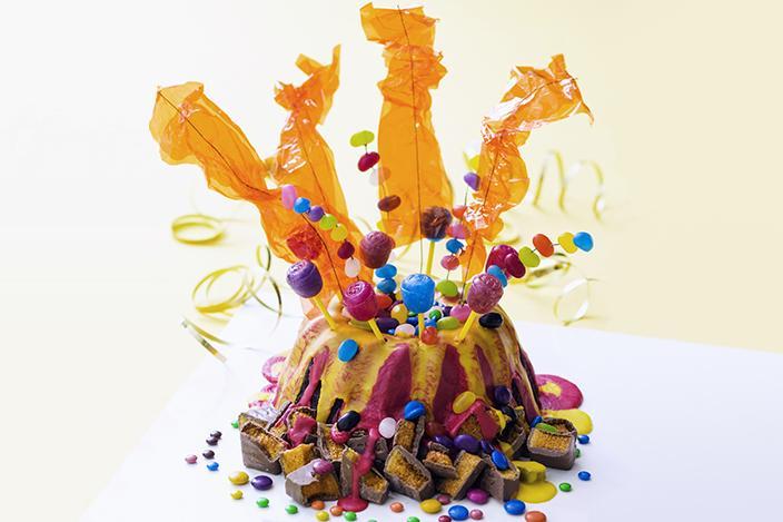 https://cf.ltkcdn.net/cake-decorating/images/slide/224382-704x469-birthday-Bundt-cake.jpg