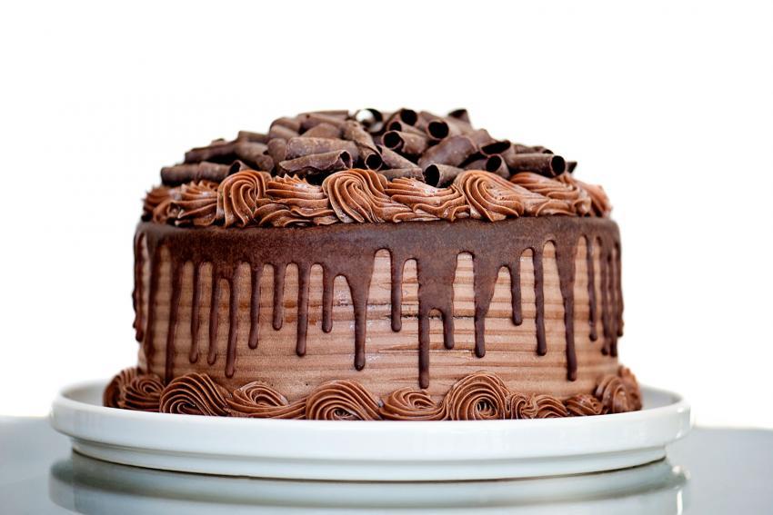 https://cf.ltkcdn.net/cake-decorating/images/slide/232395-850x567-chocolate-shavings-on-cake.jpg