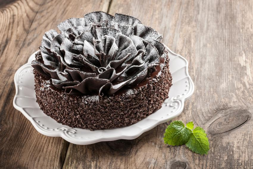 https://cf.ltkcdn.net/cake-decorating/images/slide/232413-850x567-chocolate-ruffles-powdered-sugar-cake.jpg