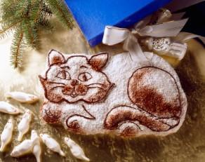 Cat cake with sugar dusting