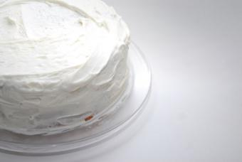How to Apply Icing on a Cake