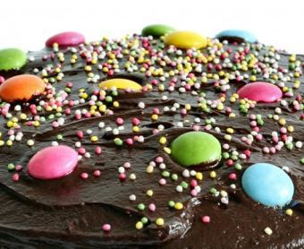 https://cf.ltkcdn.net/cake-decorating/images/slide/112530-490x400-decopix2.jpg