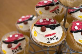 https://cf.ltkcdn.net/cake-decorating/images/slide/112633-849x565-Pirate-Cupcakes.jpg