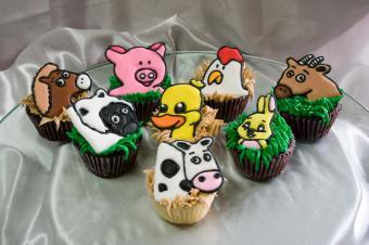 https://cf.ltkcdn.net/cake-decorating/images/slide/112634-849x565-Barnyard-Cupcakes.jpg