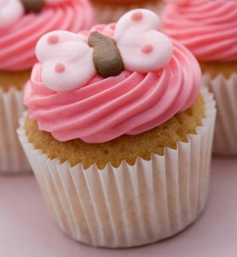 https://cf.ltkcdn.net/cake-decorating/images/slide/112657-369x400-buttercup1.jpg