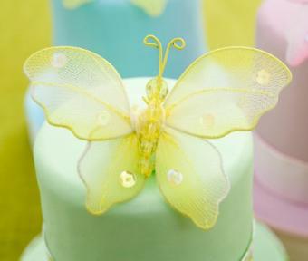 https://cf.ltkcdn.net/cake-decorating/images/slide/112658-473x400-buttercup4.jpg