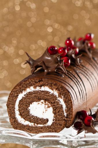 https://cf.ltkcdn.net/cake-decorating/images/slide/112669-565x850-Christmas_Yule_Log.jpg
