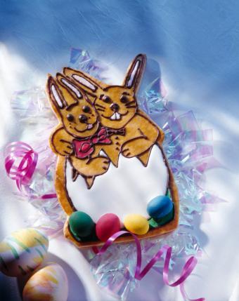 https://cf.ltkcdn.net/cake-decorating/images/slide/112727-617x778-Bunnies_in_Egg.jpg