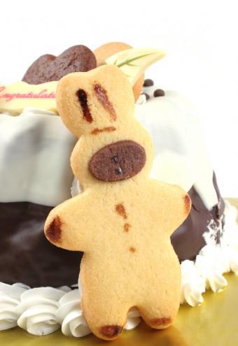 https://cf.ltkcdn.net/cake-decorating/images/slide/112732-574x836-Bunny_Cookie_Cake.jpg