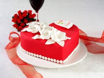 https://cf.ltkcdn.net/cake-decorating/images/slide/112736-800x600-Red_Heart_Fondant.jpg