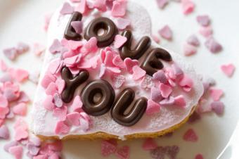 https://cf.ltkcdn.net/cake-decorating/images/slide/112739-849x565-Individual_Message_Heart_Cake.jpg