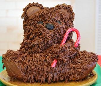 https://cf.ltkcdn.net/cake-decorating/images/slide/112821-471x400-dcake6.jpg
