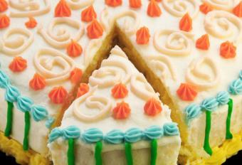 https://cf.ltkcdn.net/cake-decorating/images/slide/112864-838x573-Piping_Decorations_Bday.jpg