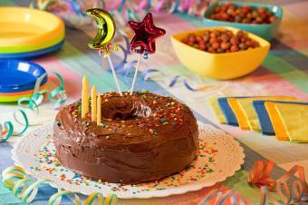 https://cf.ltkcdn.net/cake-decorating/images/slide/112867-849x565-Chocolate_Round_Cake.jpg