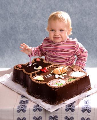 https://cf.ltkcdn.net/cake-decorating/images/slide/112874-623x770r2-first_birthday_--_bear_cake.JPG