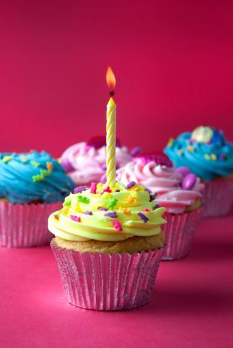 https://cf.ltkcdn.net/cake-decorating/images/slide/112877-566x848r1-first_birthday_--_cupcakes.JPG