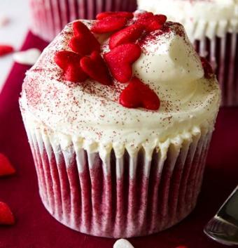 https://cf.ltkcdn.net/cake-decorating/images/slide/113129-385x400-valcup13.jpg