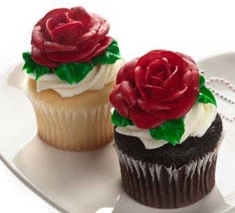 https://cf.ltkcdn.net/cake-decorating/images/slide/113132-441x400-valcup3.jpg