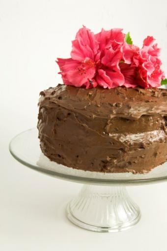 https://cf.ltkcdn.net/cake-decorating/images/slide/138374-424x636r1-HibiscusCake.jpg