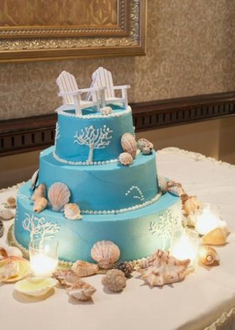 https://cf.ltkcdn.net/cake-decorating/images/slide/138378-428x600r1-BeachChairCake.jpg