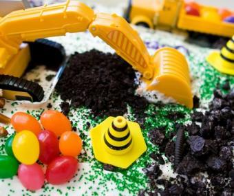 https://cf.ltkcdn.net/cake-decorating/images/slide/140665-478x400-sumcake8.jpg