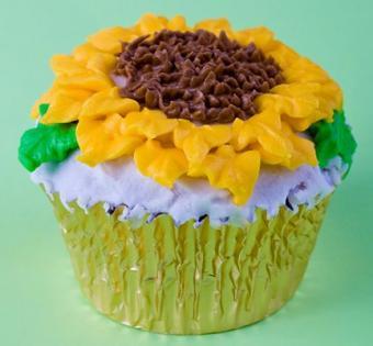 https://cf.ltkcdn.net/cake-decorating/images/slide/140670-432x400-sumcake4.jpg