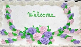 https://cf.ltkcdn.net/cake-decorating/images/slide/145598-685x394r1-WelcomeCake1.jpg