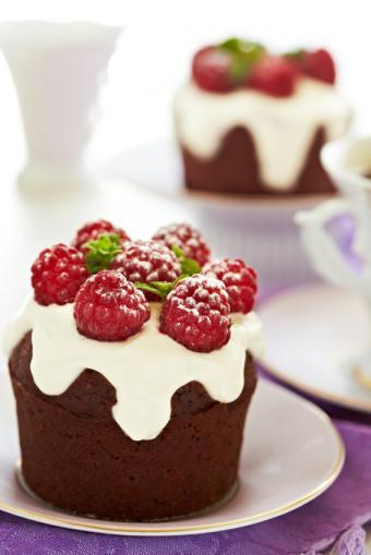 https://cf.ltkcdn.net/cake-decorating/images/slide/169442-566x848-iStock_000021177971Small.jpg