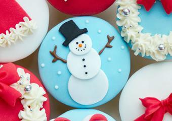 Fondant snowman cupcake