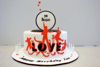 https://cf.ltkcdn.net/cake-decorating/images/slide/170463-700x467-Beatles-Cake-martha-flickr.jpg