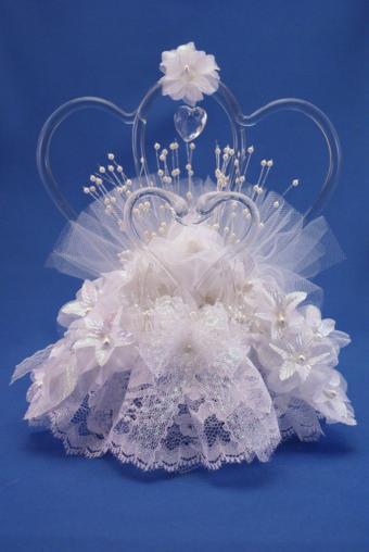 https://cf.ltkcdn.net/cake-decorating/images/slide/170479-569x850-love-and-devotion.jpg