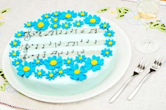 https://cf.ltkcdn.net/cake-decorating/images/slide/174012-849x565-EdibleImageMarkers.jpg