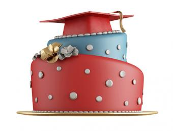 https://cf.ltkcdn.net/cake-decorating/images/slide/175712-725x551-Red-and-Blue-Graduation-Cake-TS-sm.jpg