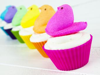 https://cf.ltkcdn.net/cake-decorating/images/slide/175802-800x600-Easter-Peeps.jpg