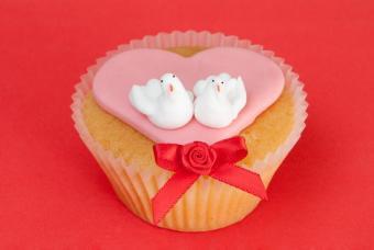https://cf.ltkcdn.net/cake-decorating/images/slide/176405-847x567-dove-cupcake.jpg