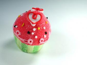 https://cf.ltkcdn.net/cake-decorating/images/slide/176406-800x600-112747-800x600-Candy_Cupcake.jpg