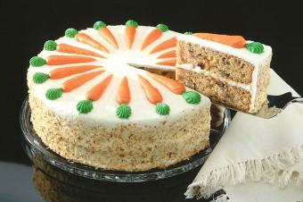 https://cf.ltkcdn.net/cake-decorating/images/slide/178029-850x565-Carrot-Cake-Birthday-Cake.jpg