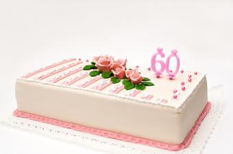 https://cf.ltkcdn.net/cake-decorating/images/slide/178035-850x565-Marzipan-60th-Birthday-Cake.jpg