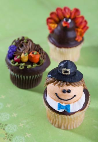 https://cf.ltkcdn.net/cake-decorating/images/slide/180755-588x850-pilgrim-turkey-cornucopia.jpg