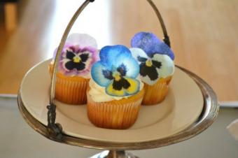 Edible pansies cupcake toppers decoration