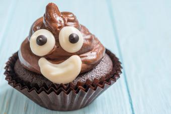 https://cf.ltkcdn.net/cake-decorating/images/slide/217154-704x469-Poop-emoji-cupcake.jpg