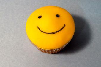 https://cf.ltkcdn.net/cake-decorating/images/slide/217161-704x469-Simple-Smile.jpg