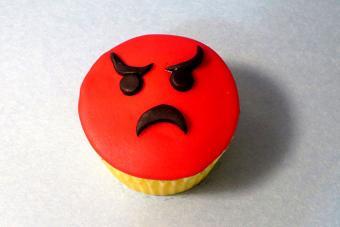https://cf.ltkcdn.net/cake-decorating/images/slide/217162-704x469-Angry-Emoji.jpg