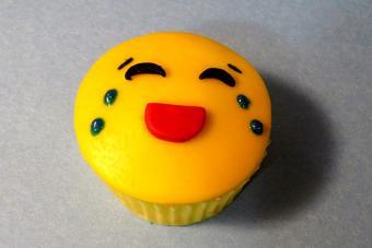 https://cf.ltkcdn.net/cake-decorating/images/slide/217165-704x469-Tears-of-Joy.jpg