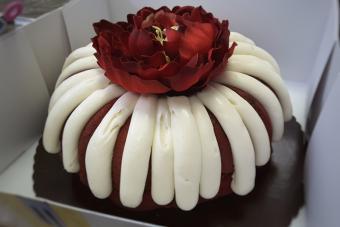 https://cf.ltkcdn.net/cake-decorating/images/slide/224366-704x469-Red-Velvet-Bundt-Cake.jpg