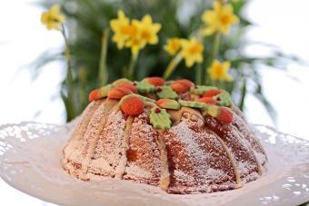 https://cf.ltkcdn.net/cake-decorating/images/slide/224379-704x469-Birthday-cake.jpg